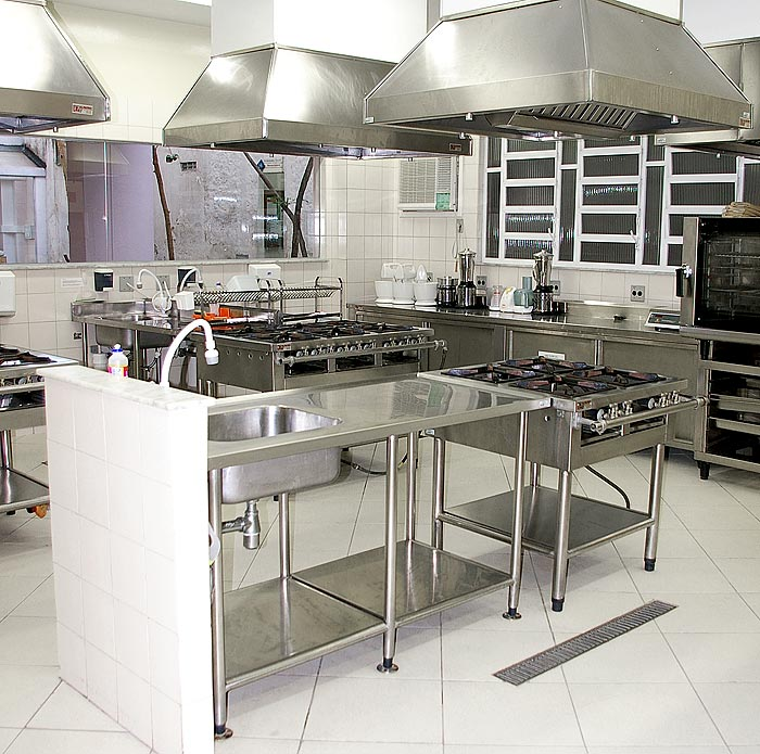Stainless steel industrial kitchens afreakatheart - Professional kitchen designs ...